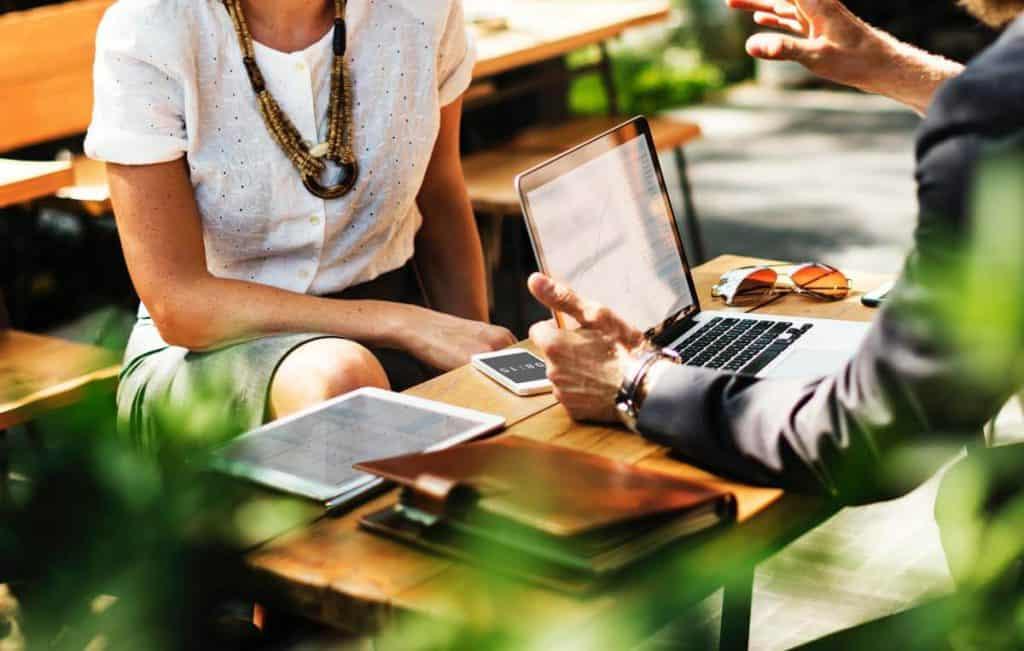חותמים על חוזה משכנתא בבנק משכנתא אובייקטיבית בעזרת יועץ משכנתאות מומלץ